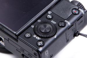 RX-100 mit durchdachten Steuerungsmöglichkeiten