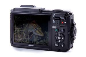 Nikon AW130 Rückseite