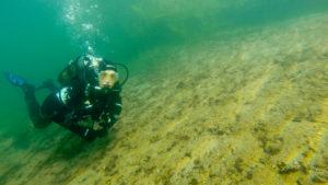 Taucher im See