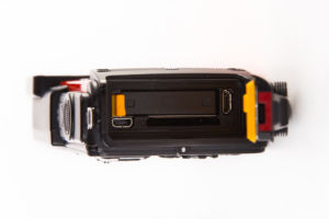 Nikon AW130 anschlüsse