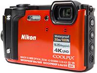 Die Unterwasserkamera Nikon W300 bietet eine Tauchtiefe von 30 Metern ohne Unterwassergehäuse