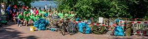 Die komplette Tauchgruppe mit allen Helfern, der DLRG und sämtlichem Müll