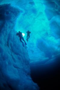 northern-explorers-tauchen-unter-eisbergen